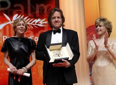 Cannes-2011 - Terrence Malick Arany pálmáját átveszi a producer