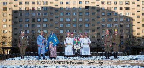 Korniss Péter: Betlehemesek a lakótelepen