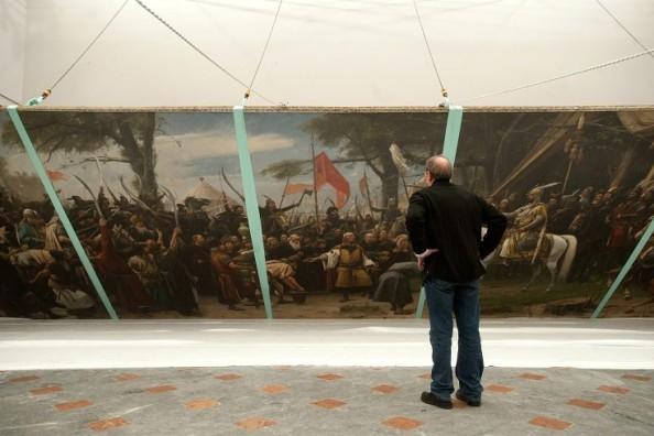 Helyére emelik Munkácsy Mihály Honfoglalás című festményét a MNG-ban Fotó: MTI - Koszticsák Szilárd