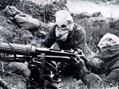 Brit katonák tüzelnek Vickers géppuskájukkal a somme-i csatában