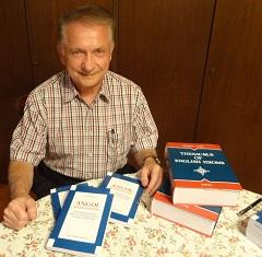 Nagy György könyveivel