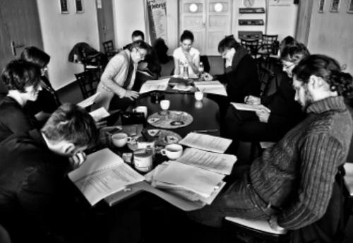Olvasópróba – vagy tanári szoba (Fotó: Mészáros Csaba)