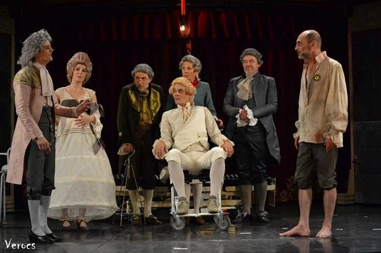 Stílszerűen: Tutti (középen: Kaszás Gergő. mögötte Fodor Tamás, Egri Márta, Tamási Zoltán)