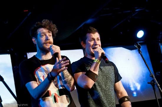 Tenger Gergely (TG) és Kövér András (Kövi) a II. Országos Team Slam Poetry Bajnokságon