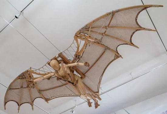 Repülő ember, denevérszerű szárnyakkal