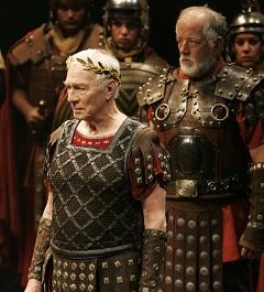 Christopher Plummer (Caesar) és Peter Donaldson (Rufio)