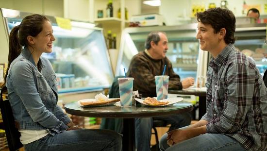Ebből a szerelemből nem lehet semmi Melissa Benoist (Nicole),  Miles Teller (Andrew)