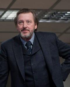 A miniszter (Gáffi László) is exponálja magát