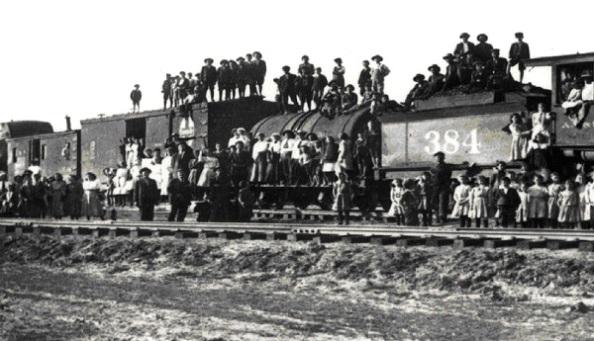 Az »Árvák vonata« – a kép 1900 körül készült, jelenleg a kansasi néprajzi múzeumban található