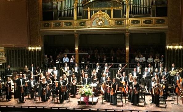 A zenekar egy korábbi koncertjén, a Zeneakadémián