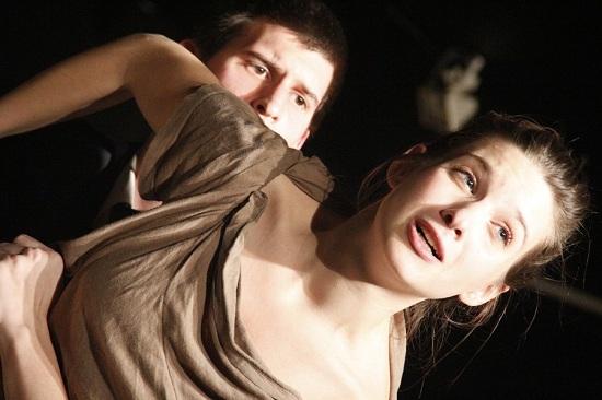 Dominó  (Brecht nyomán)