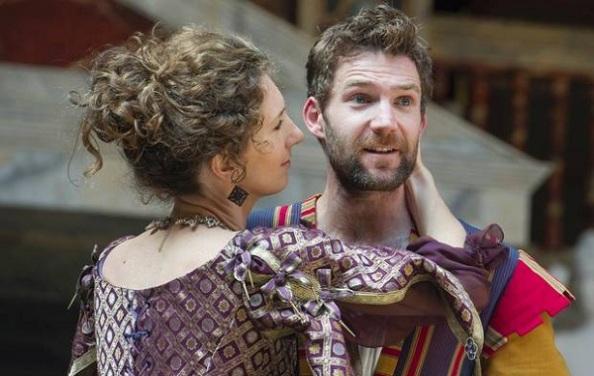 Adriana (Hattie Ladbury) és Antipholus, a szirakúzai (Simon Harrison)