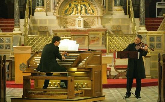 Orgona & hegedű (Pécs)