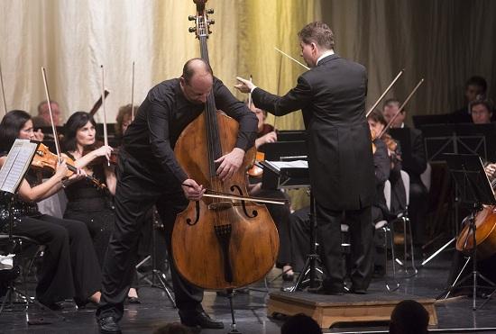 A Törös Alapítvány 2011. évi jótékonysági koncertjén, a Marczibányi Téri Művelődési Központban (SD)
