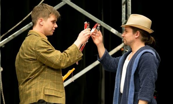 Thomas (Rábavölgyi Tamás) és társa a pozitív összeesküvésben, Hannibal (Boros Ádám)