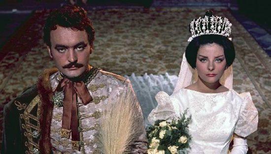 Egy boldogtalan házasság kezdete: Timár Mihály (Csorba András) és Tímea (Béres Ilona) esküvője