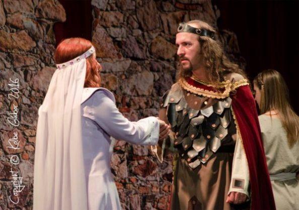 Adelhaid (Szuri Dóra) bizonyságát kapja László szerelmének