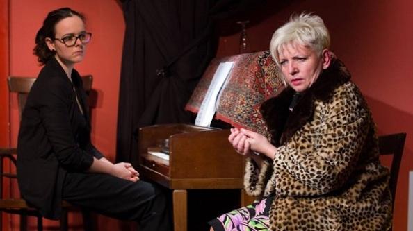 ...és Bóna Ilona zongorázik