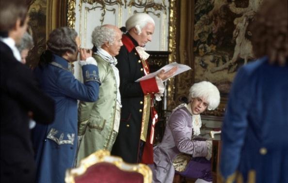 A császár és Mozart (Jeffrey Jones, Tom Hulce) első találkozása Milos Forman filmjében